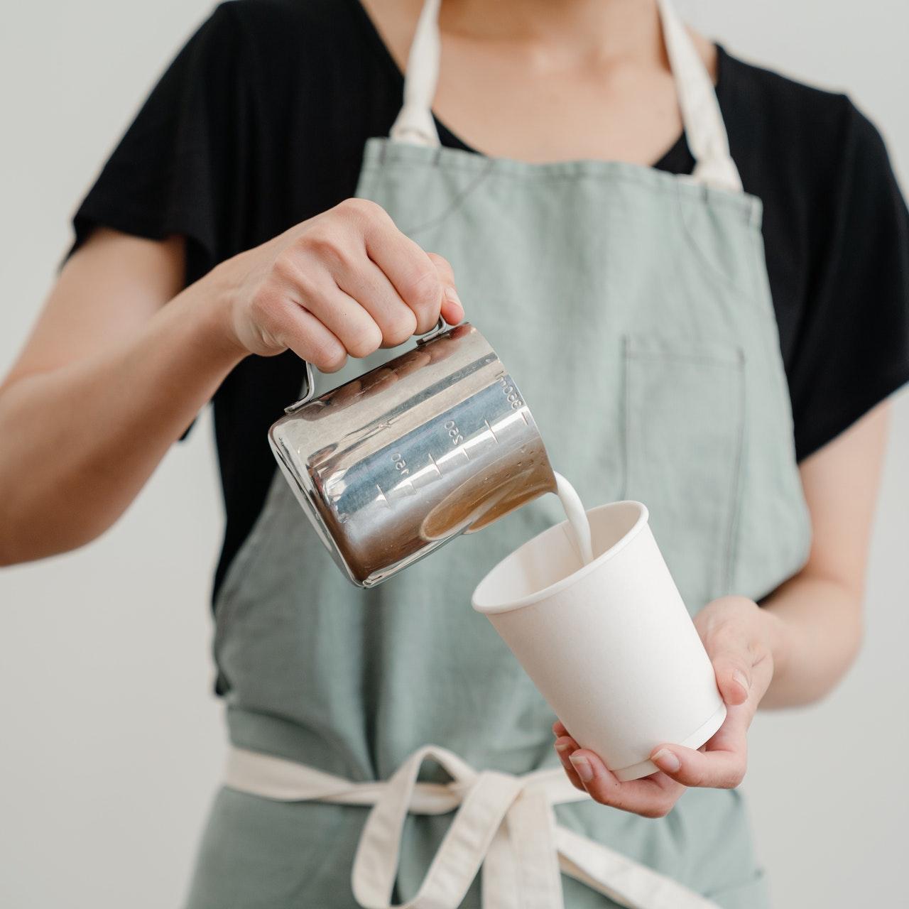 adding-milk-to-coffee